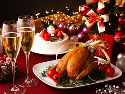 クリスマスはもう間近!シャンパンVSワイン 相応しいのはどっちだ?!