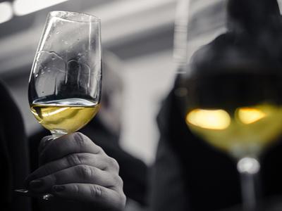 ワインを楽しむ時に欠かせない「ワイングラス」の選び方